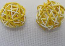 RATAN BALL 3 cm žlutá/bílá